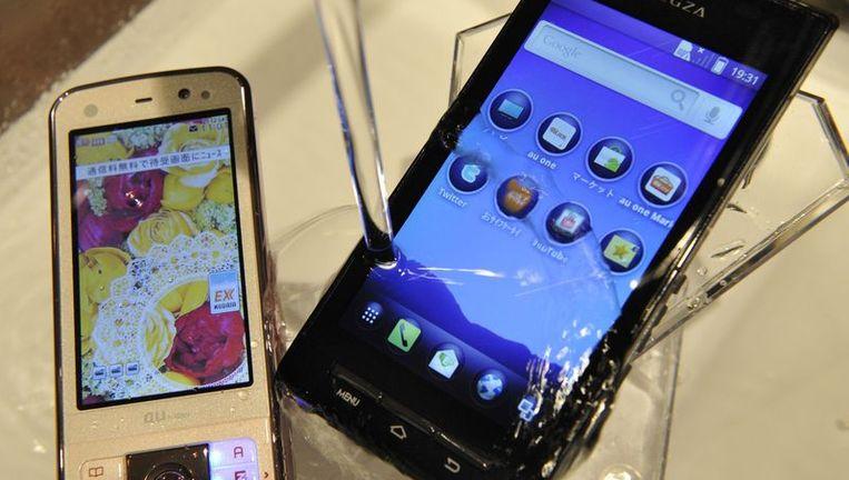 De 'Regza Phone IS04', een nieuw model smartphone van Fujitsu Toshiba. Beeld afp
