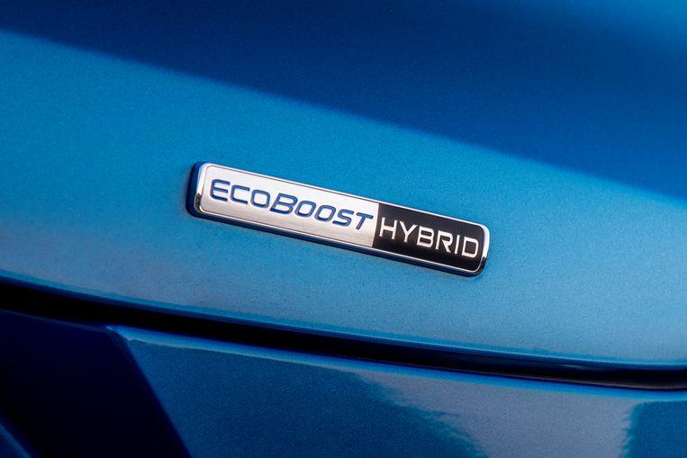 De verkoper zal er beslist over beginnen, maar het stelt niks voor: een elektromotortje dat helpt bij het starten maakt een auto nog niet hybride, Ford! Beeld