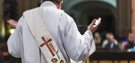 Zangverbod en hosties uitdelen met een pincet: slechts deel kerken gaat weer open