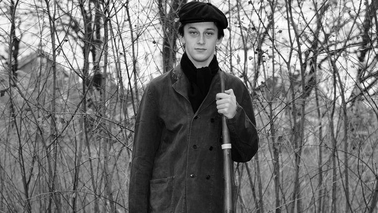 Yorick Smelt (17) is lid van de Mirrewinterhoornblazers Ol'nzel (Oldenzaal) en blaast al sinds zijn 10e op de midwinterhoorn. Beeld Jerome Schlomoff