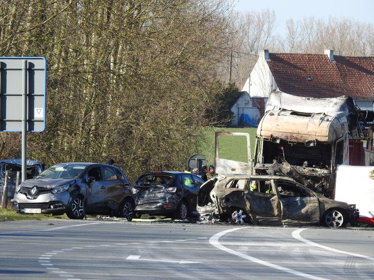 De ravage was enorm op de N42 in Oosterzele.