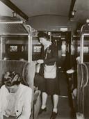 Propaganda van de Duitsers: een vrouw als conducteur (zo konden de mannen in Duitsland gaan werken).