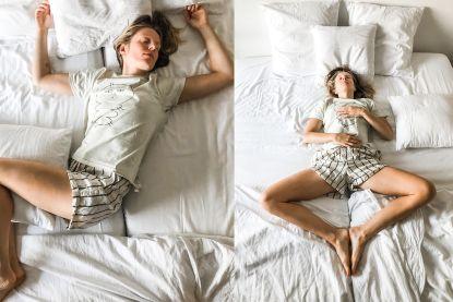 """4x yoga in bed voor luieriken: """"Je kan deze oefeningen zelfs doen tijdens het snoozen"""""""