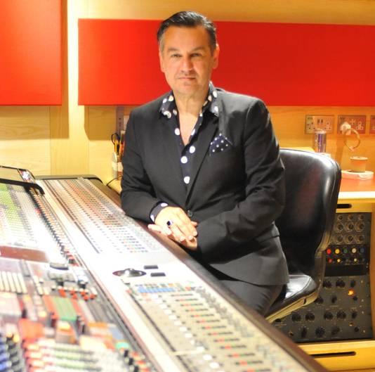 Stephen Emmer in zijn studio.