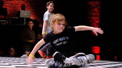 Jonge breakdancers warmen publiek op voor wereldtoppers