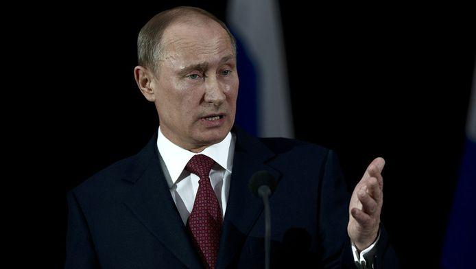 De Russische president Vladimir Poetin eist excuses van Nederland voor de behandeling van een Russische diplomaat door de politie in Nederland