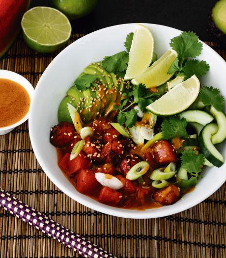Wat Eten We Vandaag: Watermeloen-poké bowl met avocado en komkommer