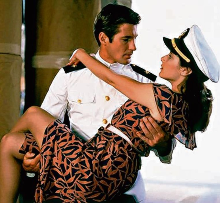 Richard Gere en Debra Winger vinden elkaar lief in An officer and a gentleman.