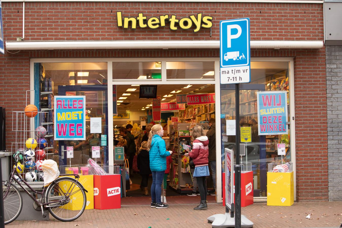 De sluiting van Intertoys-winkels.