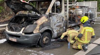 Hinder op E313 door brandende vrachtwagen met verf