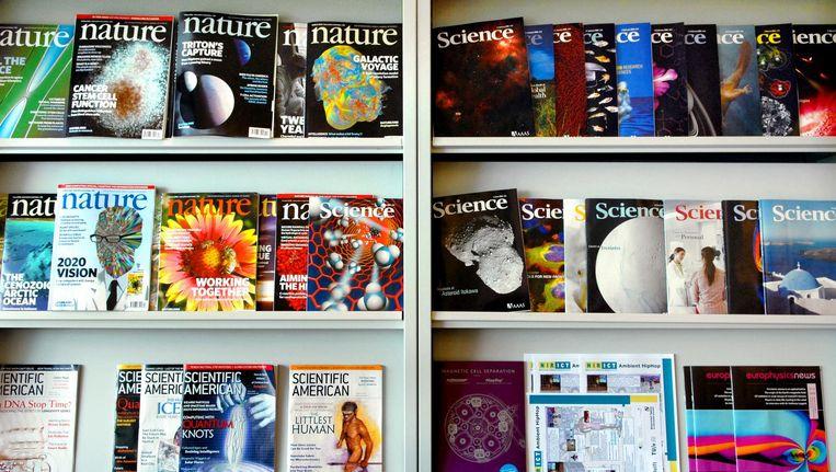 Wetenschappelijke tijdschriften in de kast bij Universiteit Leiden. Beeld Hollandse Hoogte