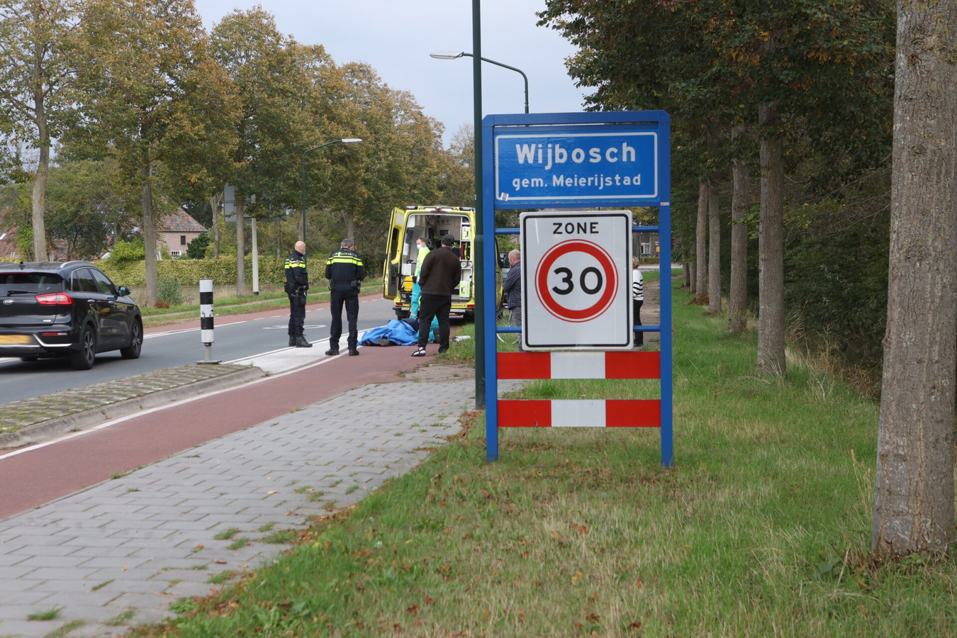 Het slachtoffer, een 25-jarige fietser uit Schijndel, raakte gewond en is met een ambulance naar het ziekenhuis gebracht.