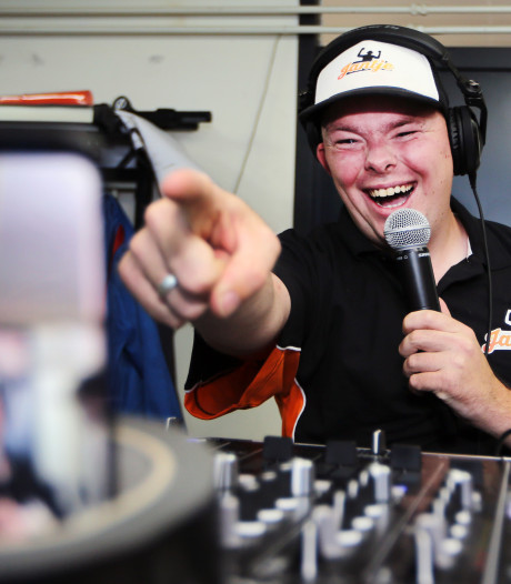 Drama voor DJ Jantje: Facebook-dj uit Zundert moet stoppen met zijn livestreams