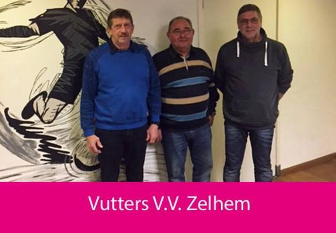 Drie van de vijf vutters van vv Zelhem die de vrijwilligersprijs hebben gewonnen.