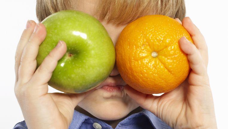 Nederland steekt veel energie in leefstijlprogramma's om leerlingen meer te laten bewegen en gezonder te laten eten. Beeld thinkstock