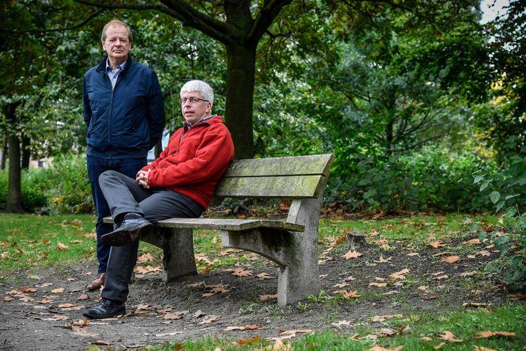 Frank Van Mossevelde (rechts) en Dirk De Caluwé brengen verhalen over de oorlog in 'Akkers vol bloed'.