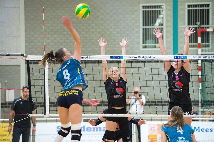 Volleybal bij Pica Mare. Hier FAST Gennep - Peelpush Meijel.