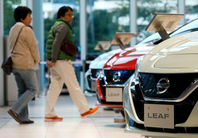 De Nissan Leaf - ook niet goedkoop, maar al een stuk betaalbaarder dan een Tesla.  Beeld EPA