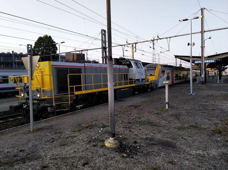 De trein werd met een hulplocomotief naar Schaarbeek gebracht.