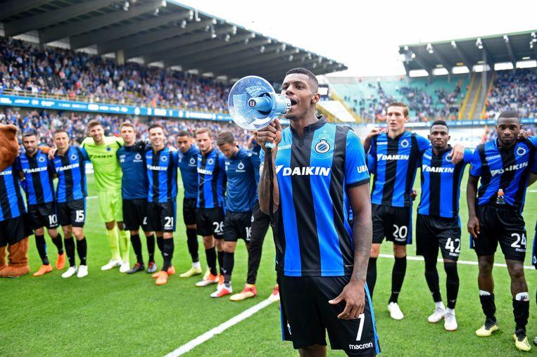 Wesley aan het feest na de gewonnen topper tegen Anderlecht.