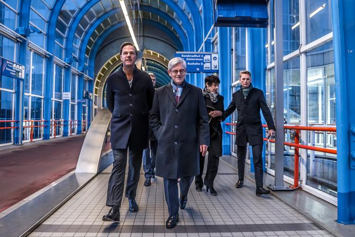 Rutte op werkbezoek in Zoetermeer met burgemeester Charlie Aptroot