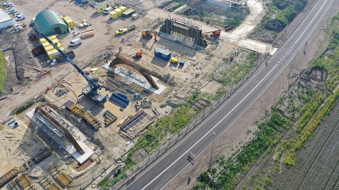 Luchtfoto aanleg Westparallel juni 2020. Beekdalbrug Keersop.