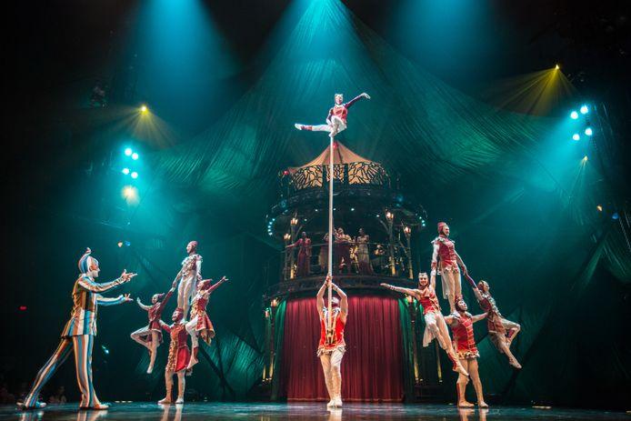 Beeld uit een show van Cirque du Soleil.