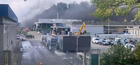 Hulpdiensten massaal naar zeer grote brand in Eindhoven, NL-alert verzonden