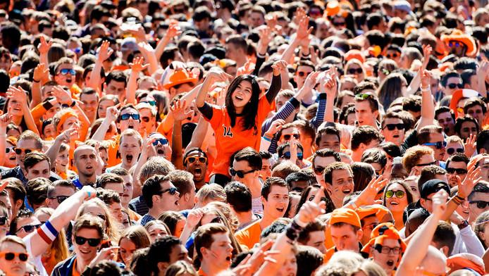 Een oranjebittertje vooraf smeert de keel, daarna gaat zingen een stuk soepeler