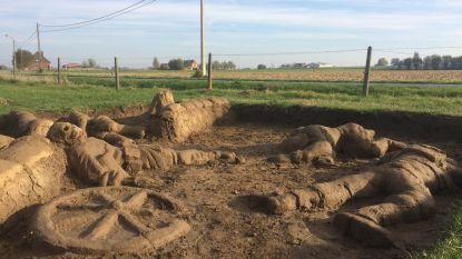 Macaber oorlogskunstwerk uit modder