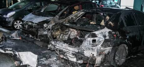 Vier auto's branden volledig af in Nijmegen: vermoedelijk brandstichting