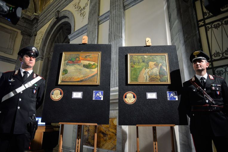 De twee gestolen schilderijen. Het werk van Paul Gauguin ziet u links en het werk van Pierre Bonnard rechts. Beeld anp
