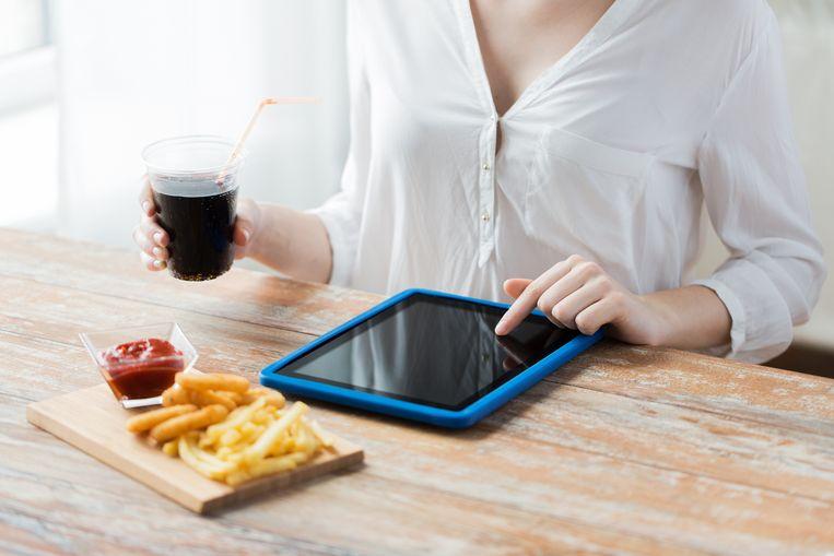 Een kleine portie frietjes met ketchup en suikervrije frisdrank bevat misschien weinig calorieën, maar levert ook weinig voedingsstoffen.