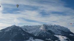 VIDEO. Vanuit de luchtballon: het prachtige sneeuwlandschap in Oostenrijk