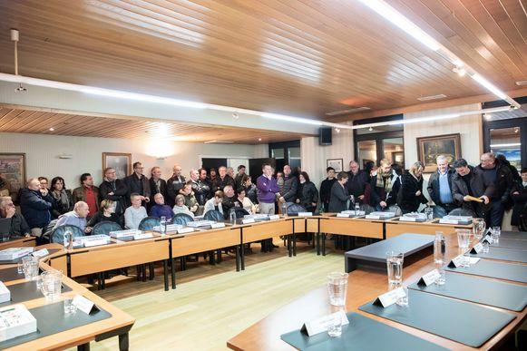 Goed 90 Hoeselaren woonden de gemeenteraad bij die het veelbesproken bouwproject aan de gewestweg N730 besprak.