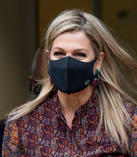 Koningin Máxima duikt op in huisartsenpraktijk: 'Laatste wat je verwacht als je de griepprik haalt'