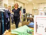 In Amersfoortse kledingwinkels is het soms letterlijk passen en meten: 'Het is flink politieagentje spelen'