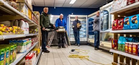 Veertig vrijwilligers redden hun buurtsuper: 'Lettele zonder supermarkt is eigenlijk ondenkbaar'