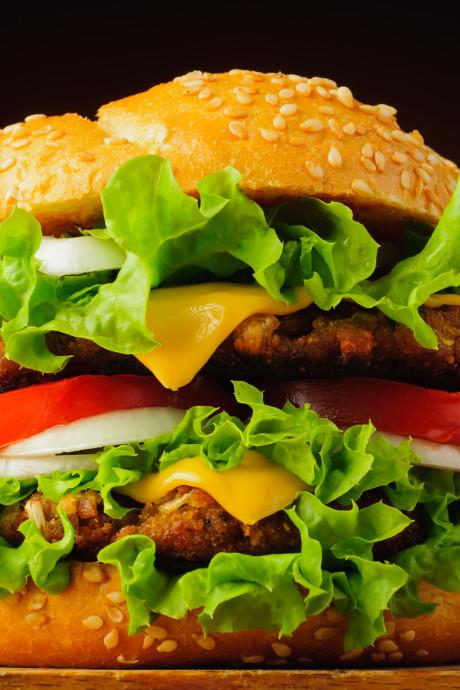 Strijd tegen hamburgerzaken gaat door: 'Burger King zorgt voor extra banen maar óók voor overgewicht'