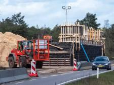Twee nieuwe bruggen voor dieren in Veluwse bossen vorderen rap