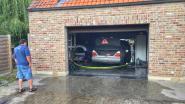 Mercedes brandt uit in garage van ouderlijke woning naast salons De Vrede