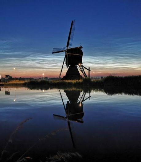 Nederland vergaapt zich aan lichtshow door nachtwolken