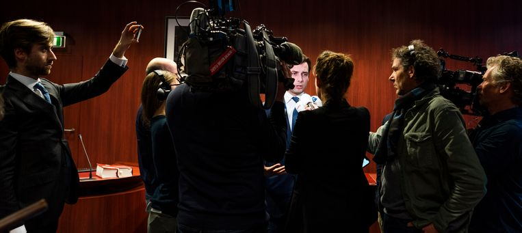 Thierry Baudet (FvD) in gesprek met de pers na afloop van de eerste zitting van het kort geding tegen de VPRO. Beeld Freek van den Bergh / de Volkskrant