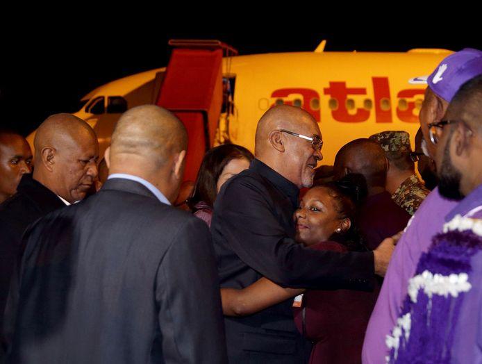 De Surinaamse president Desi Bouterse arriveert op luchthaven Johan Adolf Pengel, na zijn staatsbezoek aan China.