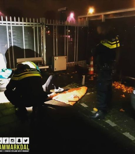 Man probeert over hek van politiebureau in Breda te klimmen, maar valt en breekt zijn been