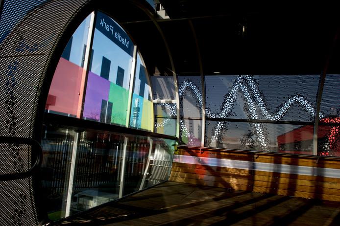 De traverse die de wijk Hilversum-Noord, het NS-station Hilversum Media Park en het Media Park met elkaar verbindt.