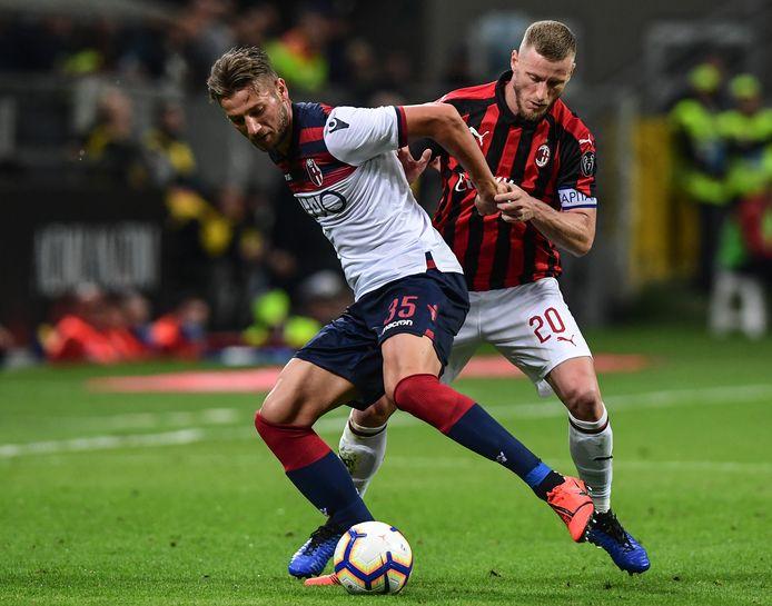 Ignazio Abate in duel met Bologna-linksback Mitchell Dijks.