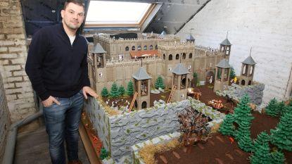 Joeri 'speelde' vier jaar met Playmobil...