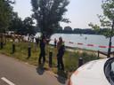 Hulpdiensten bij de Berendonck, waar woensdagmiddag iemand onder water zou zijn verdwenen.