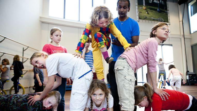 Een workshop van Circus Elleboog, dat na het intrekken van de gemeentelijke subsidie zijn medewerkers heeft ontslagen. Beeld Suzanne Blanchard